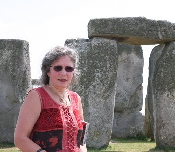 Lynne Kelly at Stonehenge