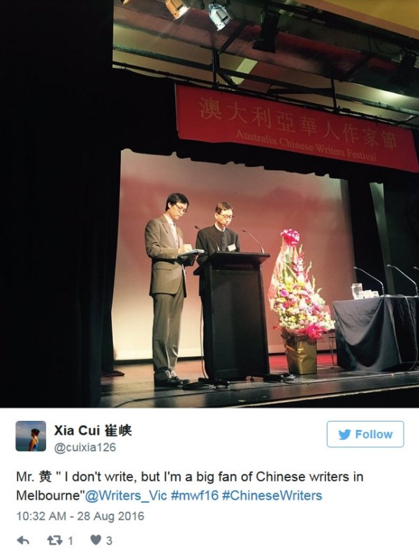 Photo of two men at a lecturn. Twitter post from Xia Cui says: I don't write, but I'm a big fan of Chinese writers in Melbourne""